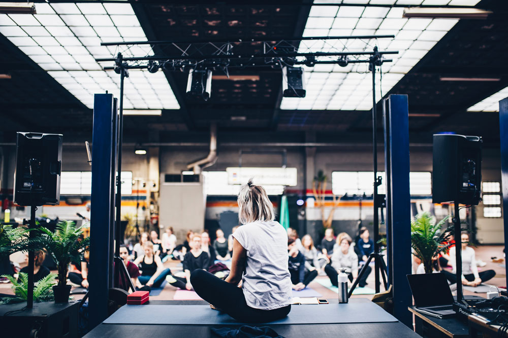 Yoga-teambuilding-selectvenue