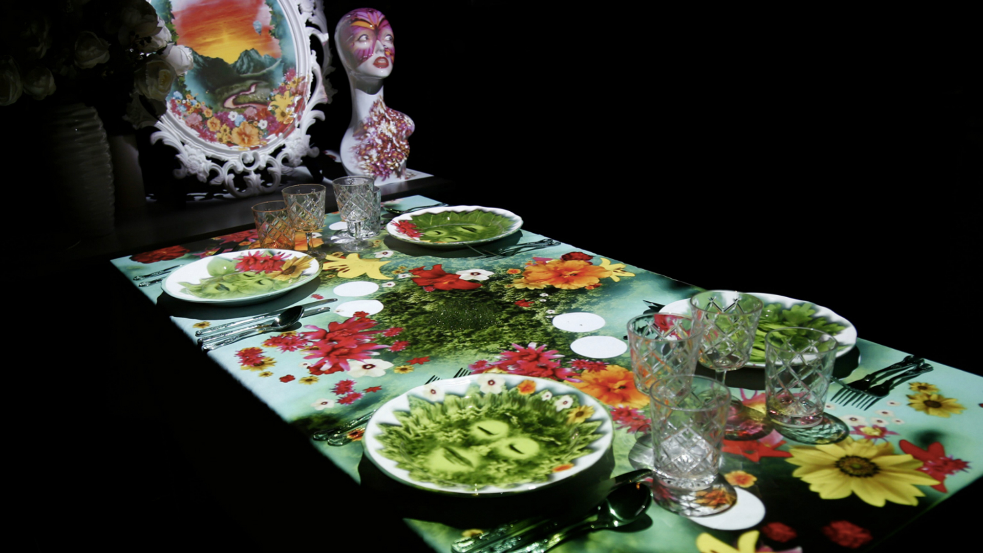 Restaurant immersif avec table décorée